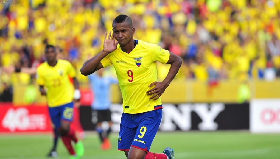 ECUADOR, QUITO (10-12-2015).- ECUADOR VS URUGUAY. FOTO / JUAN CEVALLOS.