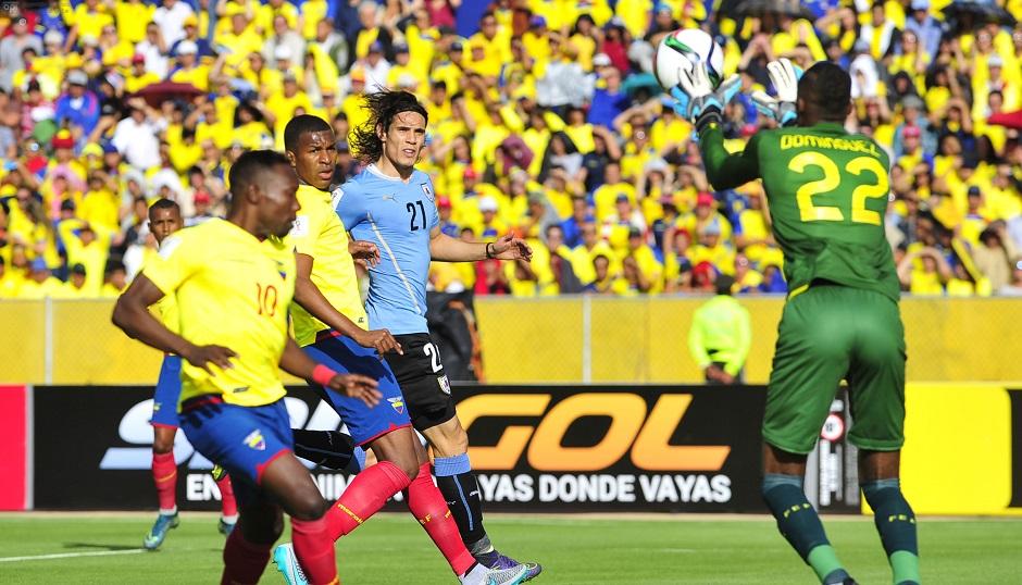 ECUADOR, QUITO (10-12-2015).- Ecuador contra Uruguay por las eliminatorias al Mundial de Rusia 2018 en el Estadio Olímpico Atahualpa de Quito. API PHOTO / JUAN CEVALLOS