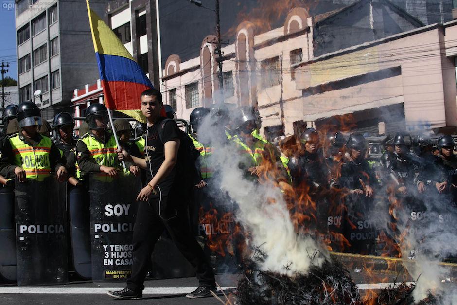 Protesta en los exteriores de la Asamblea Nacional, el 3 de diciembre de 2015. API/Juan Cevallos.