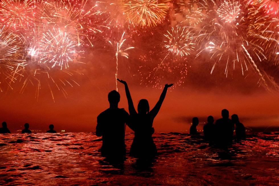 Celebración del Año Nuevo en la playa de Copacabana en Río de Janeiro (Brasil). JUNG YEON-JE (AFP)