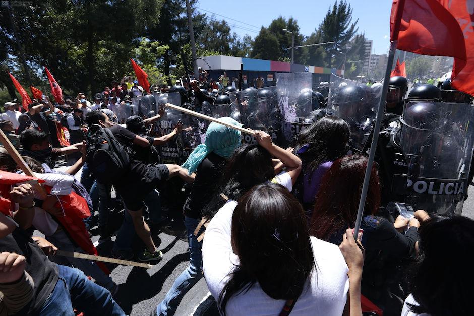 Enfrentamientos en el centro de Quito, contra las enmiendas constitucionales, el 3 de diciembre de 2015. API/Juan Ceballos