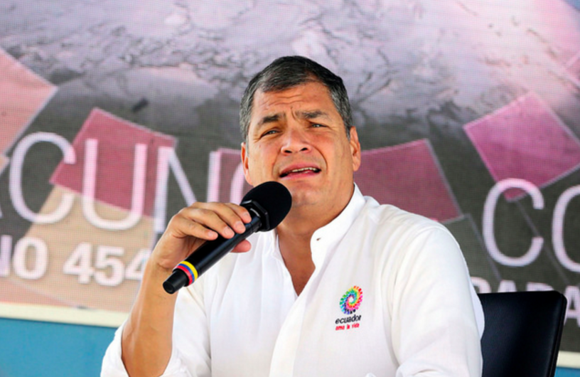 Quito (Pichincha), 12 Dic 2015.- El Presidente de la República, Rafael Correa, presentó su informe semanal de actividades, durante el Enlace Ciudadano No. 454, realizado desde Latacunga, Cotopaxi. Cientos de ciudadanos asistieron a este acto de rendición de cuentas. Foto: Mauricio Muñoz/ Presidencia de la República.