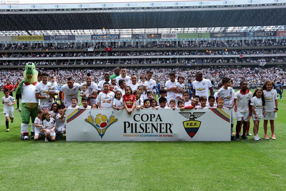 ECUADOR, Quito (20/12/2015). la Liga de Quito enfrenta a el Emelec, en el Estadio Casa Blanca, durante la final del campeonato Ecuatoriano Copa Pilsener. FOTOS API / JUAN CEVALLOS.