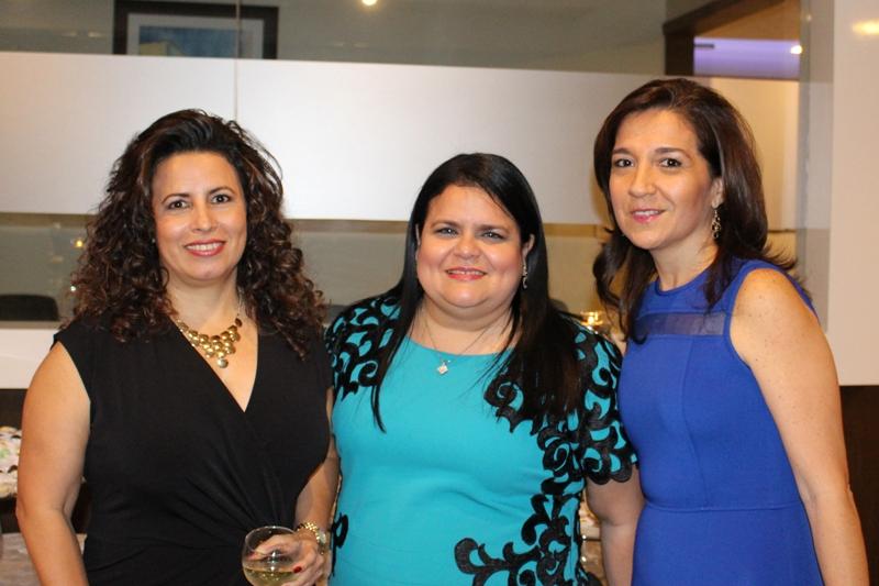 Ab. Lourdes Alvarado, árbitro, Dra. Teresa Nuques, Directora del Centro Arbitraje de la CCG, y la Ab. Cynthia Álvarez de Villacís, árbitro del Centro.
