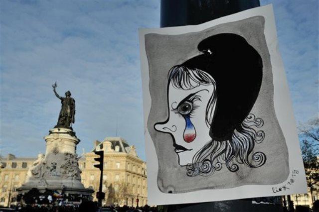 El rostro de Marianne, un símbolo alegórico de la república francesa, con una lágrima azul, blanca y roja se observa en esta foto tomada el domingo 22 de noviembre de 2015. Tras los peores ataques que Francia ha atestiguado desde la Segunda Guerra Mundial, sus artistas callejeros tomaron los muros y vallas publicitarias de la ciudad para pintar mensajes desafiantes. (Foto AP/Binta Epelly)