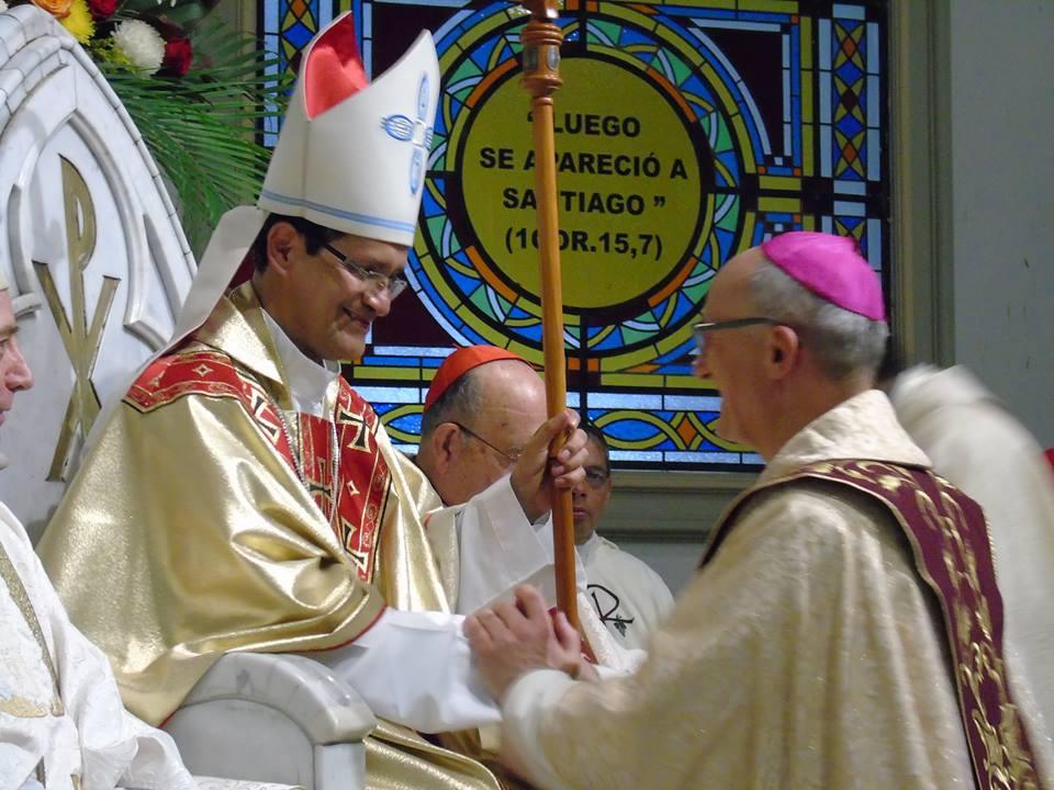 El nuevo arzobispo de Guayaquil, Monseñor Luis Cabrera Herrera, el día de su posesión, en la Catedral de Guayaquil, el 5 de diciembre de 2015. Foto colgada en la página de Facebook del Seminario Mayor de Guayaquil.