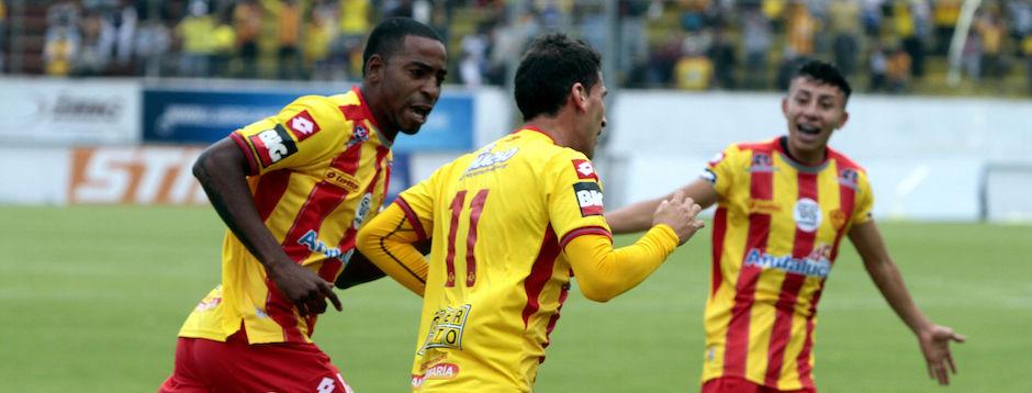 Ecuador, Quito: 02 DICIEMBRE  2015, En el estadio Ripalda del Sur Aucas recibe al Emelec  FOTO API /  JAVIER CAZAR