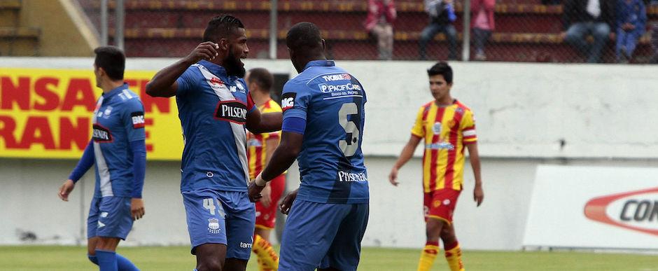 Ecuador, Quito: 02 DICIEMBRE 2015, En el estadio Ripalda del Sur Aucas recibe al Emelec FOTO API / JAVIER CAZAR en la foto JL Quiñonez festeja su gol