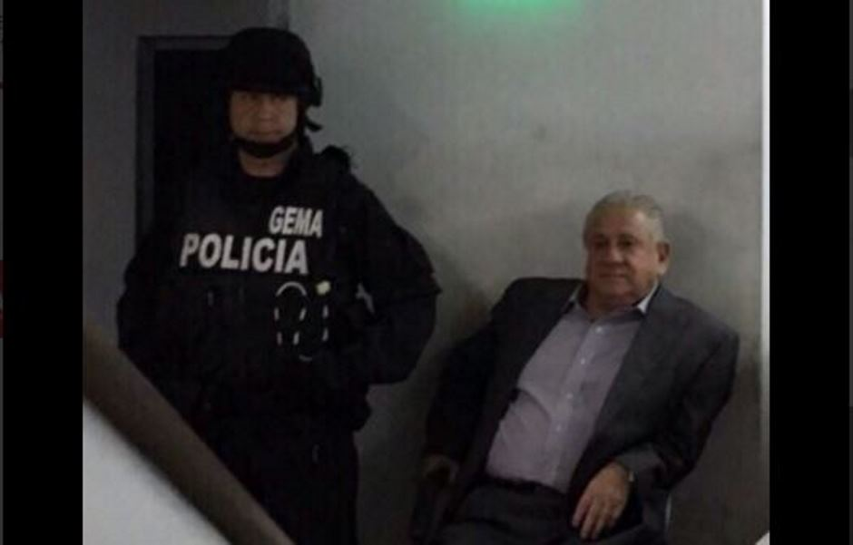 El presidente de la Federación Ecuatoriana de Fútbol, Luis Chiriboga, durante su comparecencia ante la Fiscalía, el 4 de diciembre de 2015, en una foto difundida en la cuenta de Twitter de la cadena Teleamazonas.