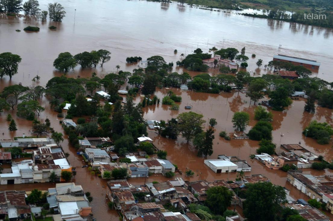 Inundaciones en el municipio argentino de Concordia, el 27 de diciembre de 2015. Foto de la agencia oficial Télam.