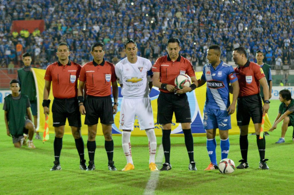 PORTOVIEJO - ECUADOR (16-12-2015). Final Emelec - Liga de Quito, jugada en el estadio Reales Tamarindos. API FOTO / ARIEL OCHOA
