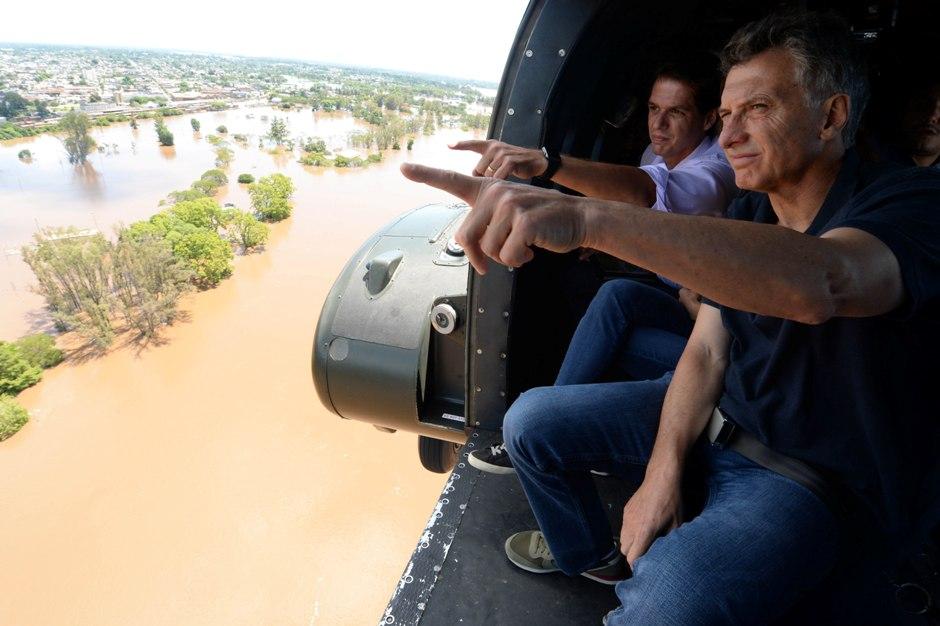 El presidente Mauricio Macri estuvo en Concordia por las inundaciones que azotan el litoral argentino. Foto de la Presidencia de Argentina, difundidas el 27 de diciembre de 2015.