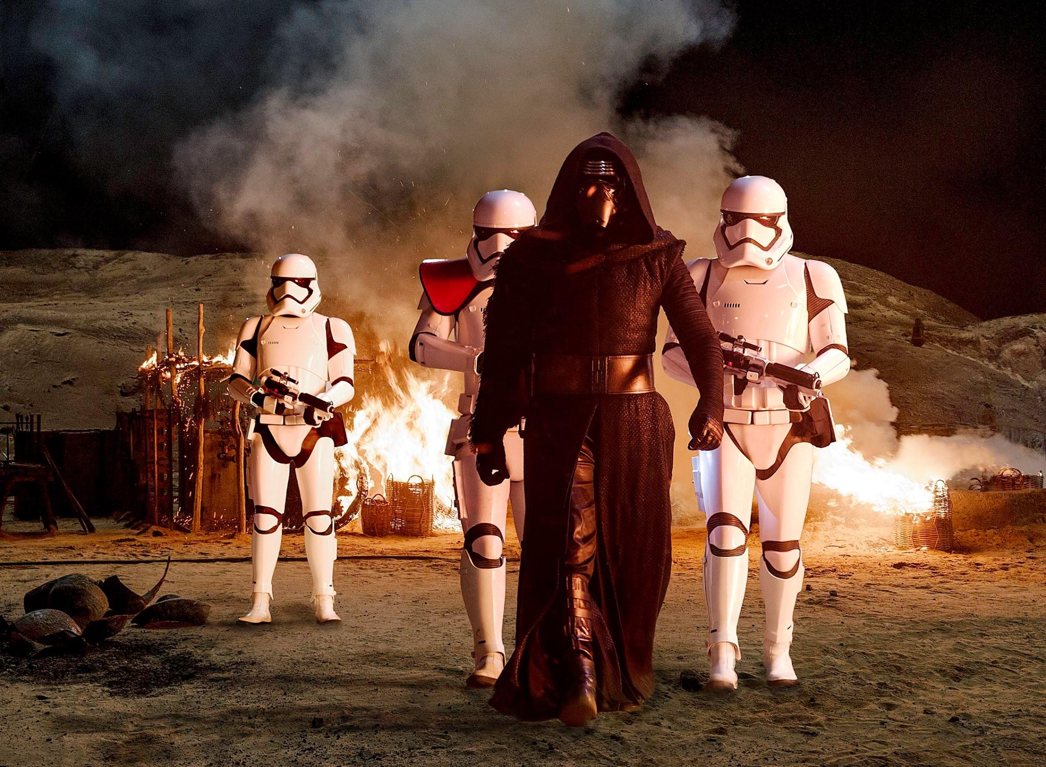 """Kylo Ren el nuevo villano de """"The Force Awakens"""""""