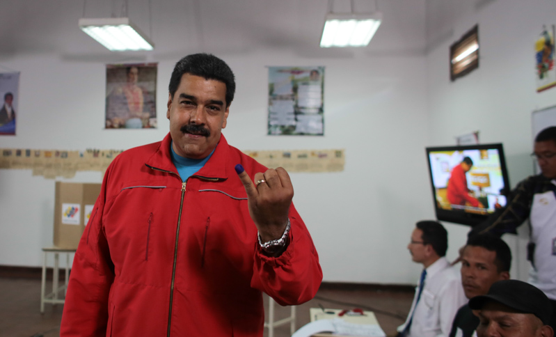 El presidente Nicolás Maduro después de votar el 6 de diciembre de 2015. Foto del Ministerio de Información de Venezuela.