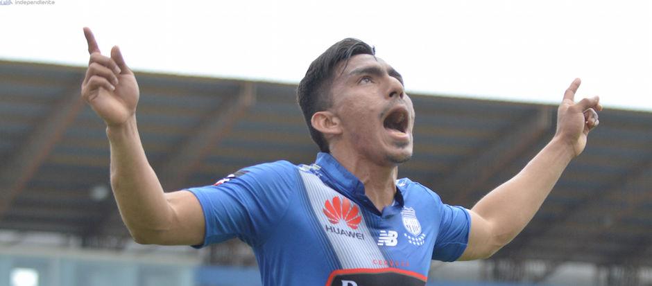 MANTA - ECUADOR (06/12/2015). Ángel Mena celebra su gol. Emelec Vs. River Ecuador, partido jugado en el estadio Jocay. API FOTO / ARIEL OCHOA