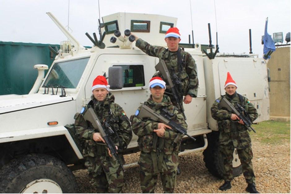 Soldados irlandeses, parte de la Fuerza Provisional de las Naciones Unidas en el Líbano, custodian el sur de ese país, en la frontera con Israel. Foto subida a Flickr por las Fuerzas de Defensa de Irlanda, el 24 de diciembre de 2015, día previo a la Navidad.