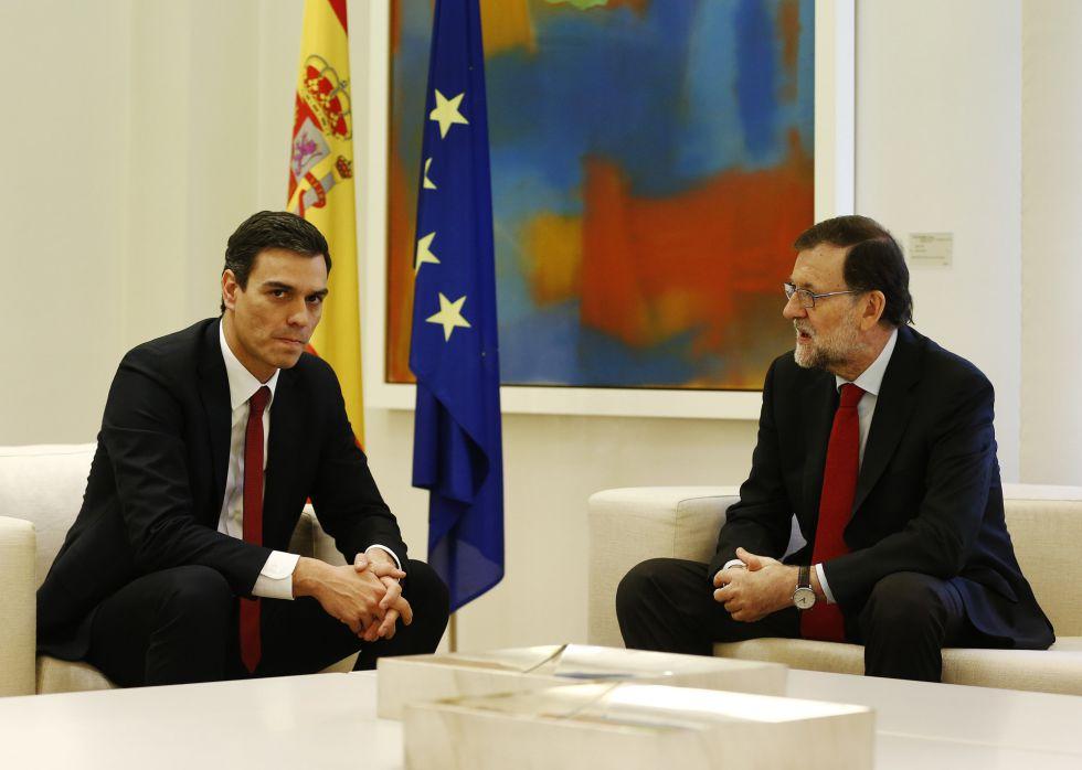 Reunión de Mariano Rajoy y Pedro Sánchez en La Moncloa, este miércoles. / LUIS SEVLLANO