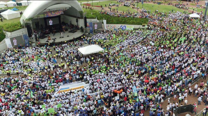 Captura de pantalla de la Concha Acústica en el Parque de los Samanes, durante la transmisión vía streaming del sitio oficial El Ciudadano de la celebración de los 9 años de gobierno de Alianza PAIS el 16 de enero de 2016.