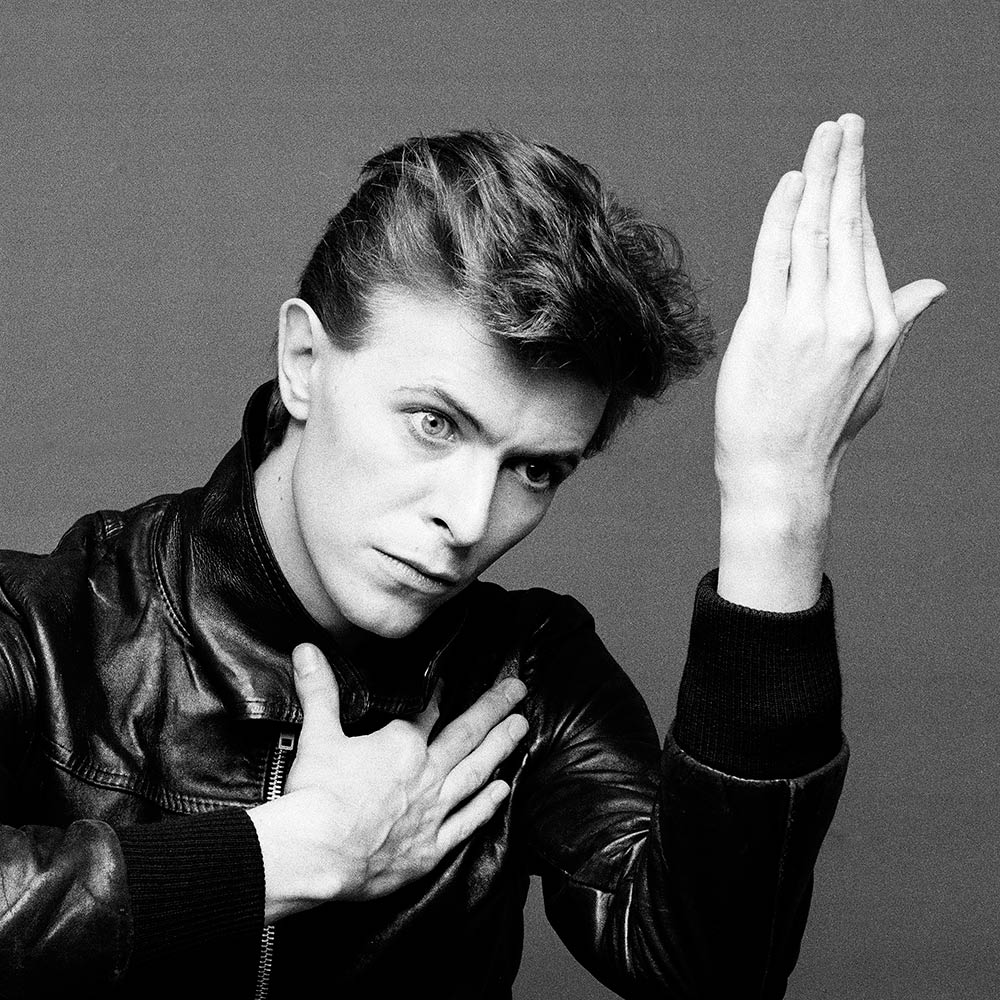 David Bowie con una chamarra bomber