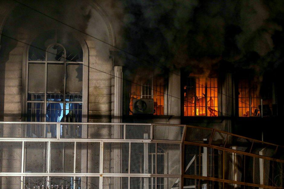 Embajada de Arabia Saudí en Teherán, Irán, tras ser asaltada el 2 de dicdiembre de 2015. EFE/EPA/MOHAMMAD REZA NADIMI