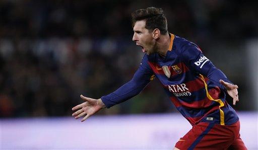 El jugador de Barcelona, Lionel Messi, festeja un gol contra Espanyol en la Copa del Rey el miércoles, 6 de enero de 2016, en Barcelona. (AP Photo/Manu Fernandez)