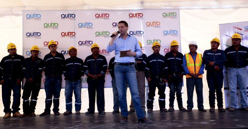 QUITO 19 DE ENERO DE 2016, En Quitumbe al sur de la Capital, el alcalde de Quito Mauricio Rodas, asiste a lo que será el inicio de los trabajos para la construcción del Metro de Quito FOTO API / JUAN CEVALLOS