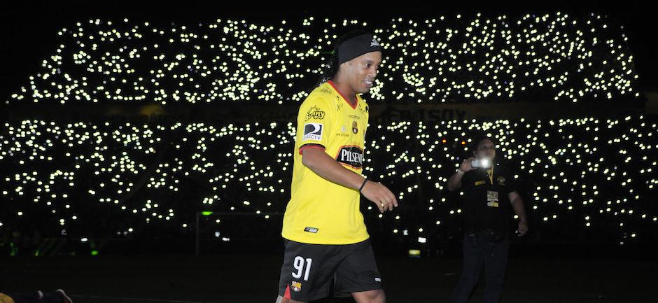 Guayaquil, 29 de enero de 2016 - Noche Amarilla Barcelona celebra su Noche Amarilla en el Estadio Monumental Banco Pichincha. En la Foto: Ronaldo de Asis Ronaldinho Gaucho Foto: Marcos Pin