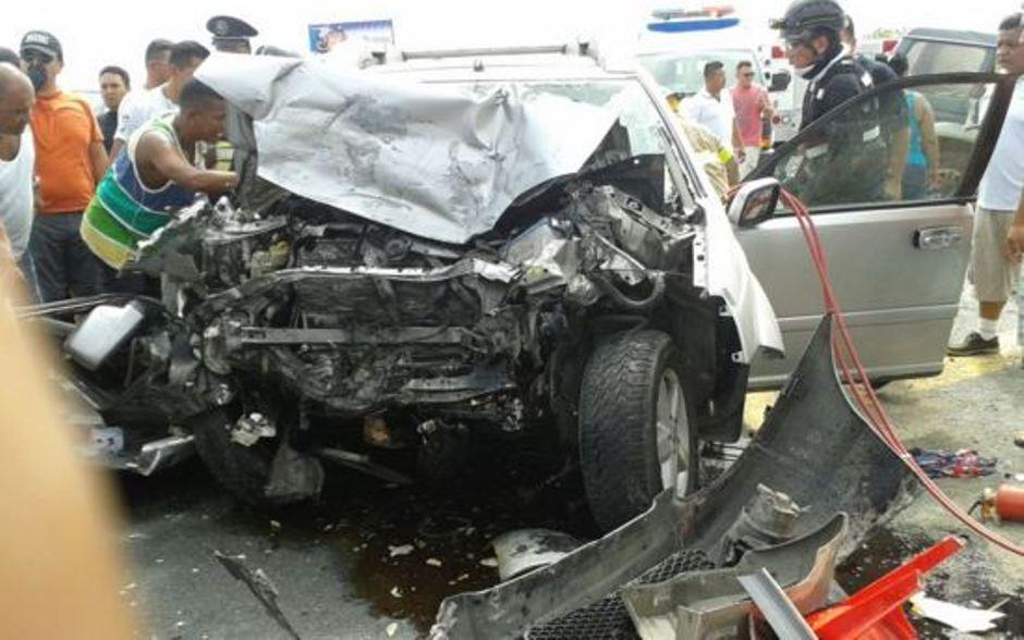 Accidente en Zapotal, el 2 de diciembre de 2015. Foto tuiteada por el periodista Paul Tutiven.