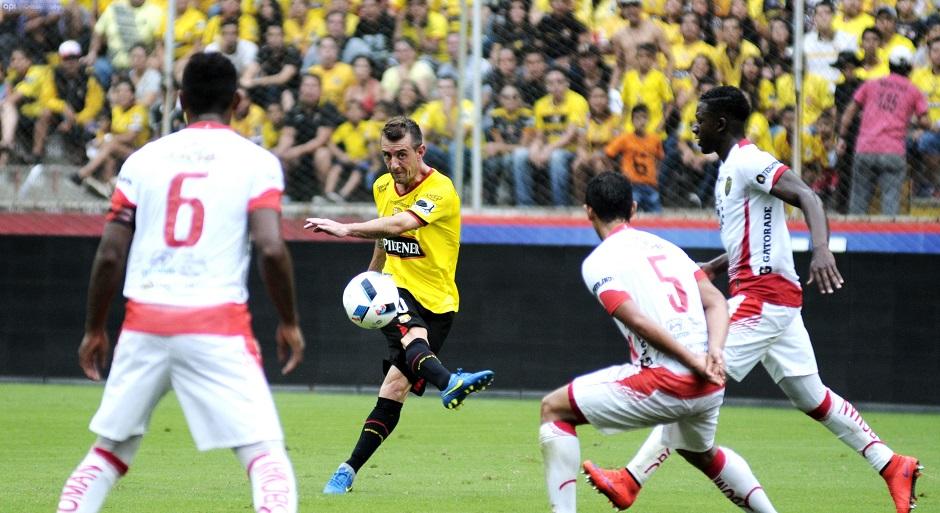 Barcelona vs Fuerza Amarilla en el estadio Monumental. Foto API.