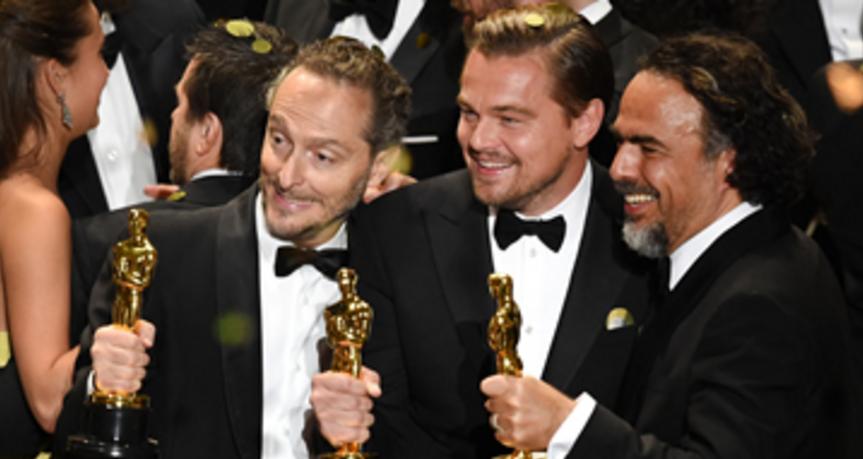 Chivo Lubezki, Di Caprio e Iñárritu. Entrega de los Óscar.