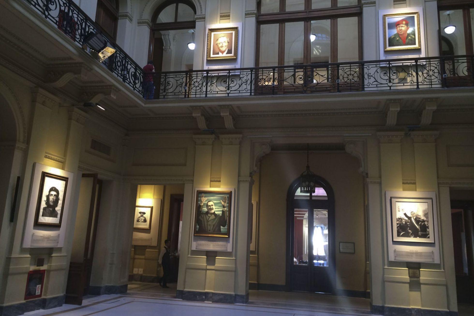 Macri retira retratos de kirchner y hugo ch vez de la casa - La casa del cuadro ...