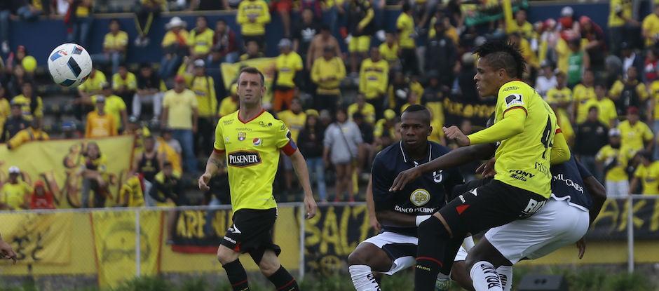 ECUADOR, Quito (28/02/2016). Catolica vs Barcelona, en el Estadio Casa Blanca,el campeonato Ecuatoriano Copa Pilsener. FOTOS API / JUAN CEVALLOS.
