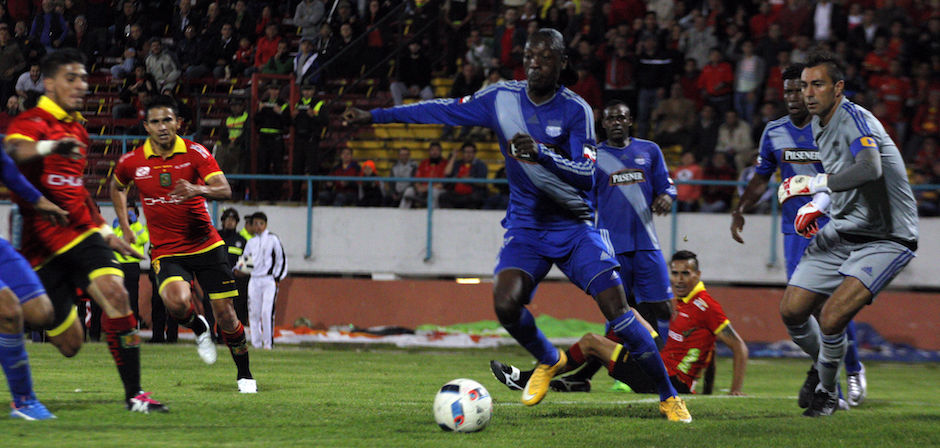 Cuenca 22 de febrero del 2016 En el estadio Alejandro Serrano Aguilar se juega el partido entre D.Cuenca vs Emelec. foto API/BORIS ROMOLEROUX