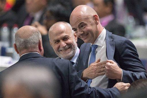 El nuevo presidente de la FIFA, Gianni Infantino, habla con delegados en el congreso de la FIFA el viernes, 26 de febrero de 2016, en Zúrich, Suiza. (Patrick B. Kraemer/Keystone via AP)