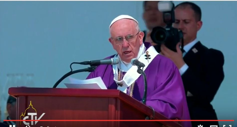 El papa Francisco, da misa en Ecatepec, cerca de México, el 14 de febrero de 2016.
