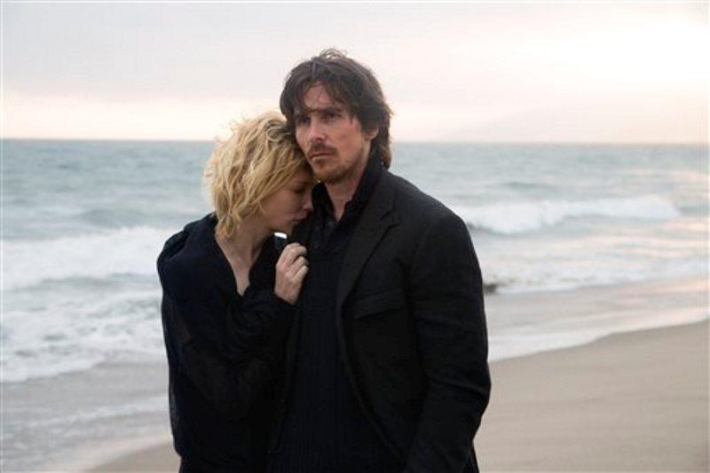 """Christian Bale, derecha, y Cate Blanchett en una escena de la película """"Knight of Cups"""" en una fotografía proporcionada por Broad Green Pictures.  (Melinda Sue Gordon/Broad Green Pictures via AP)"""