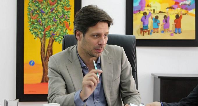 Guillaume Long se compromete a seguir defendiendo la soberanía | La  República EC