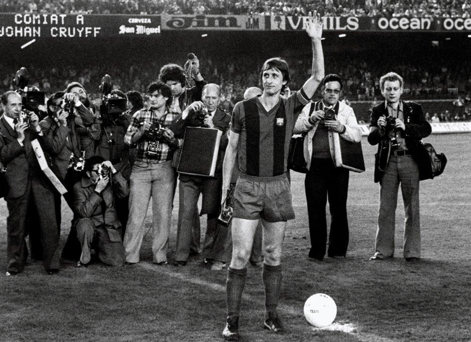 Fotografía de archivo (Barcelona, 27/05/1978) del exfutbolista holandés Johan Cruyff, que ha fallecido hoy en Barcelona a los 68 años de edad tras meses de lucha contra el cáncer, durante el partido de despedida celebrado contra el Ajax de Amsterdam en el estadio del Nou Camp. EFE archivo