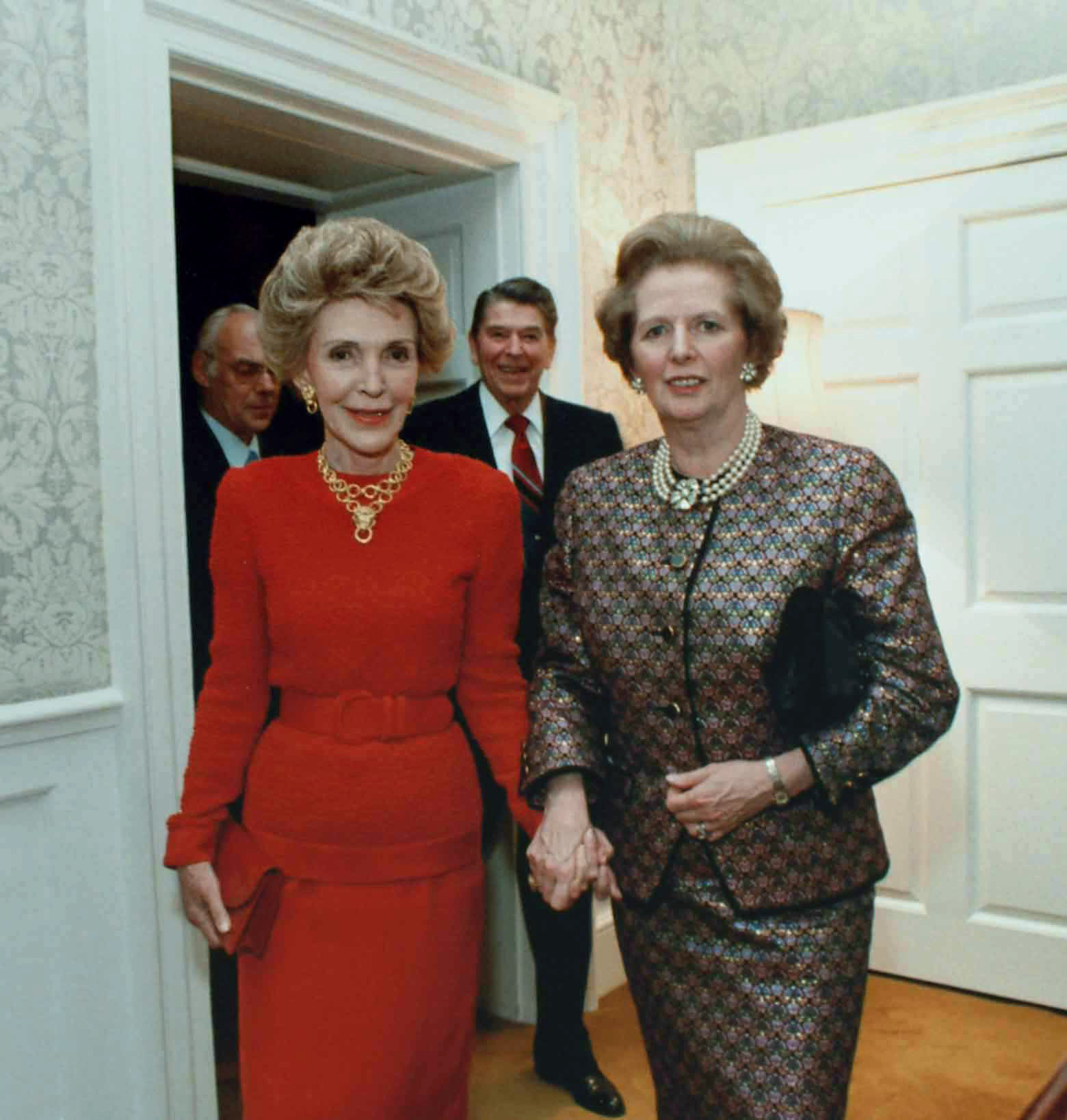 Nancy Reagan, con la primera ministra de Gran Bretaña, Margaret Thatcher, durante los ochenta, en la Casa Blanca.