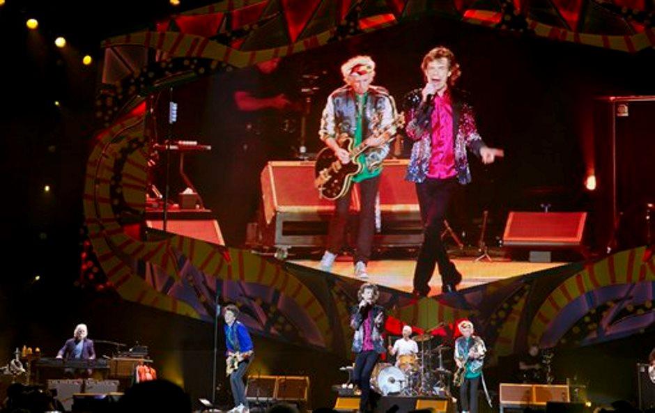 El guitarrista Keith Richards y el cantante Mick Jagger durante el concierto de los Rolling Stones en La Habana, Cuba, el viernes 25 de marzo del 2016. (AP Foto/Enric Marti)