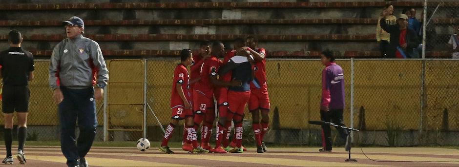 ECUADOR, Quito (18/03/2016) Nacional celebra su gol durante el partido contra Católica en el campeonato ecuatoriano, en el estadio Olímpico Atahualpa. FOTOS API / JUAN CEVALLOS.