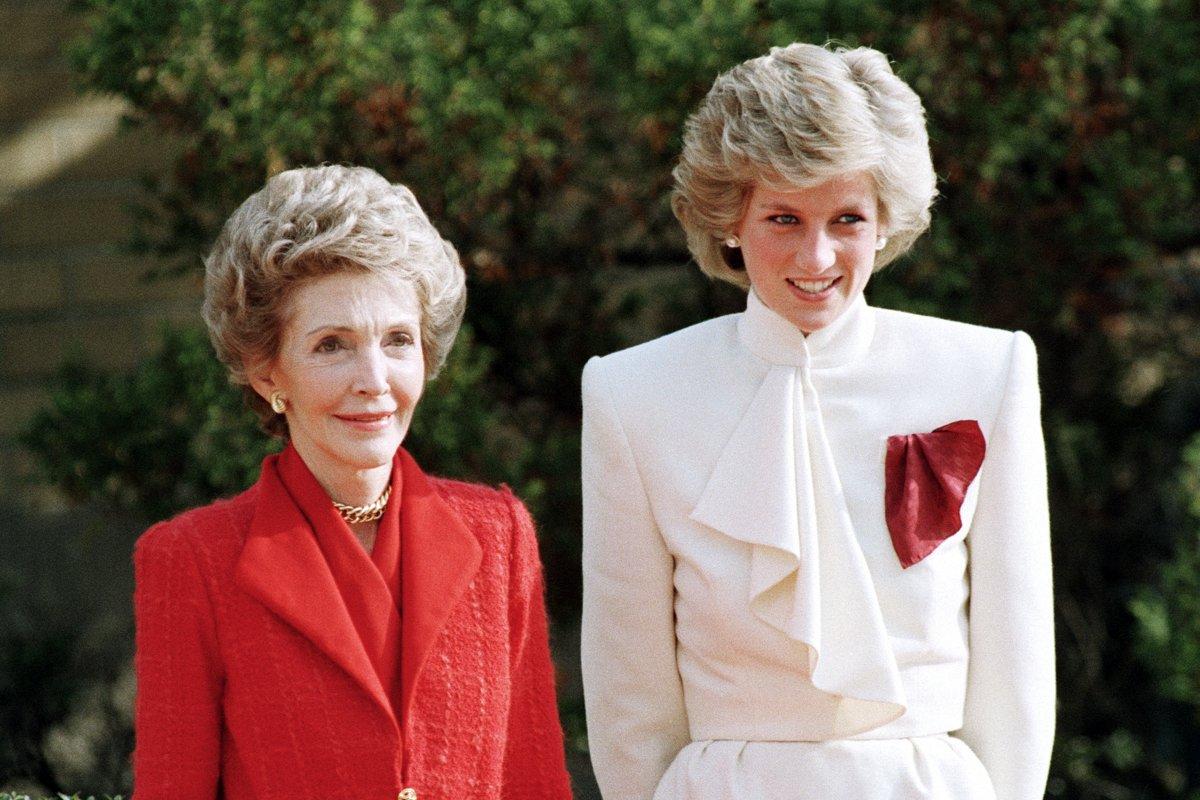 Nancy Reagan, y la Princesa Diana, de Inglaterra, en la década de los ochenta,