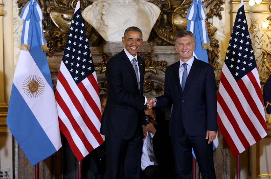 El presidente de Argentina, Mauricio Macri (d) recibe a el presidente de Estados Unidos, Barack Obama hoy, miércoles 23 de marzo de 2016, en la Casa Rosada en Buenos Aires (Argentina). EFE/MARTÍN ZABALA/POOL