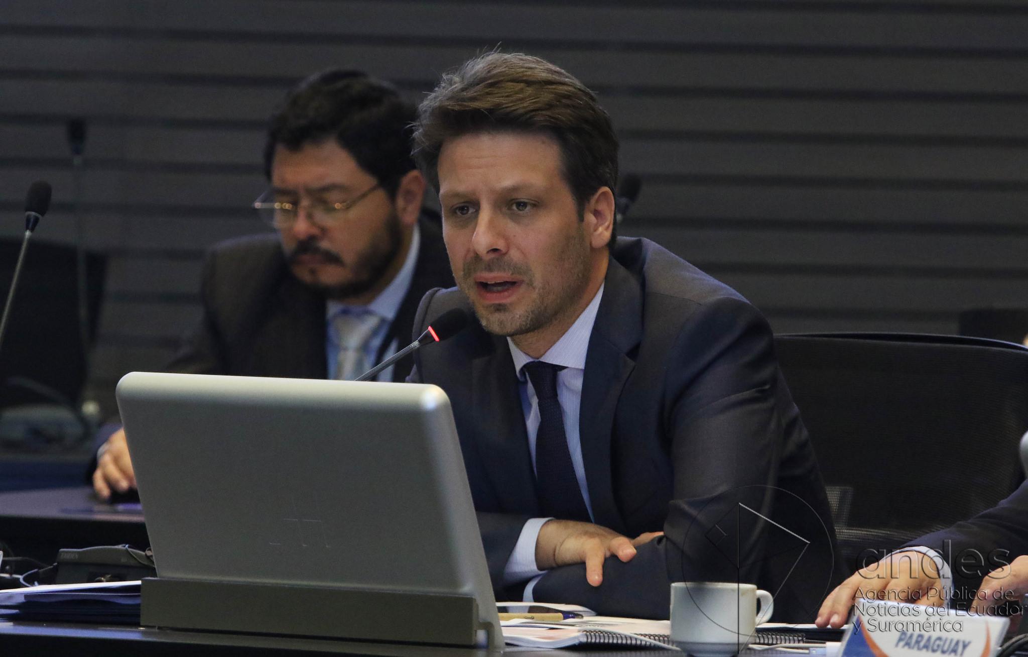 Quito, 23 abr (Andes).- En la sede de la Unasur se llevo a cabo la Reunión Ordinaria de Ministros y Ministras de Estado de los países miembros de de la Unión de Naciones Suramericanas (Unasur). En la gráfica de Ecuador Guillaume Long. ANDES/Micaela Ayala V.