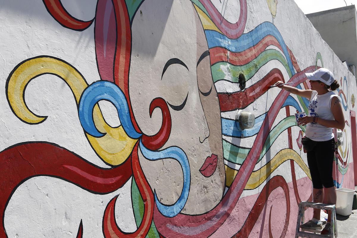 El arte transforma barrio mexicano donde los taxistas no for Arte colectivo mural