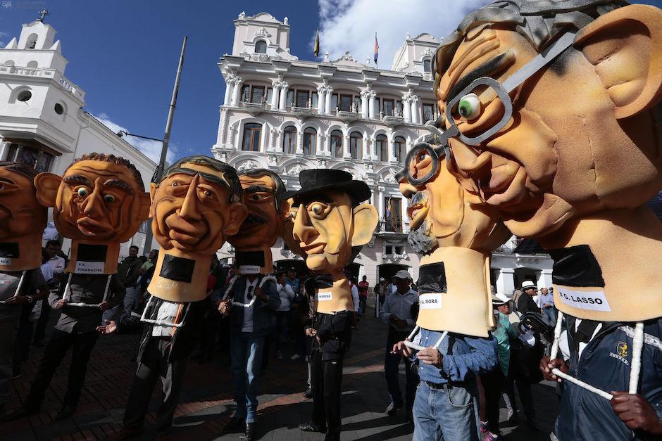 ECUADOR, Quito (2016/04/07). Simpatizantes al gobierno del presidente ecuatoriano Rafael Correa se agruparon en la plaza grande para respaldar al presidente mientras sectores opocitores protestan por el Proyecto de ley del Equilibrio de la las finanzas publicas. FOTOS API / JUAN CEVALLOS.