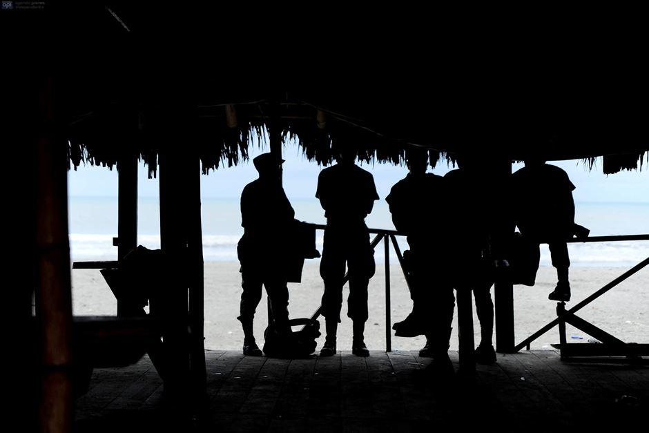 Militares en la zona de Pedernales, tras el terremoto, el 24 de abril de 2016. APIFOTO/JUAN RUIZ