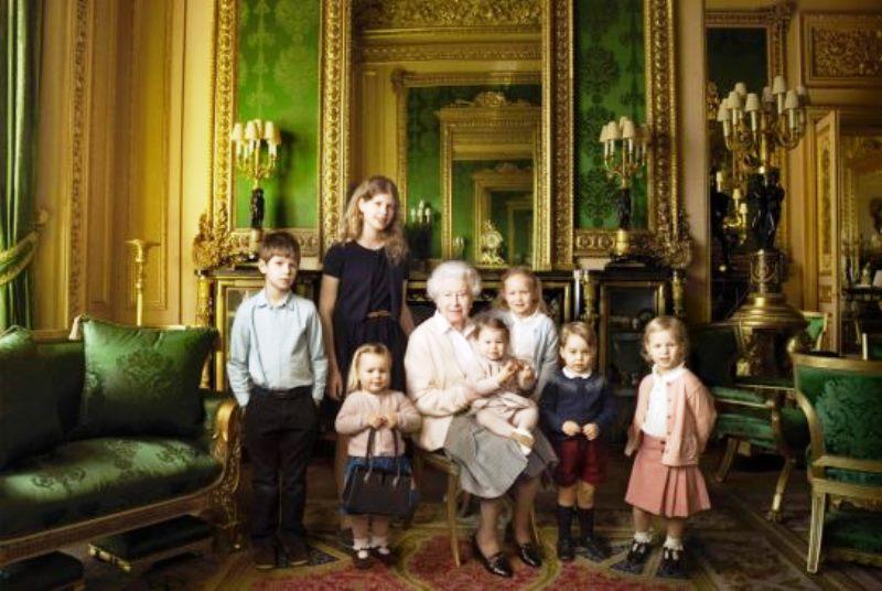 Foto: Reina Isabel II con nietos de .thestar.com