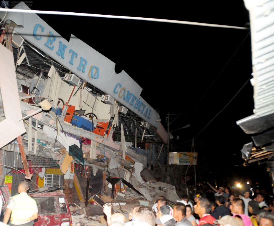 Manta, tras el terremoto 7,8, el 16 de abril de 2016. API FOTO / ARIEL OCHOA