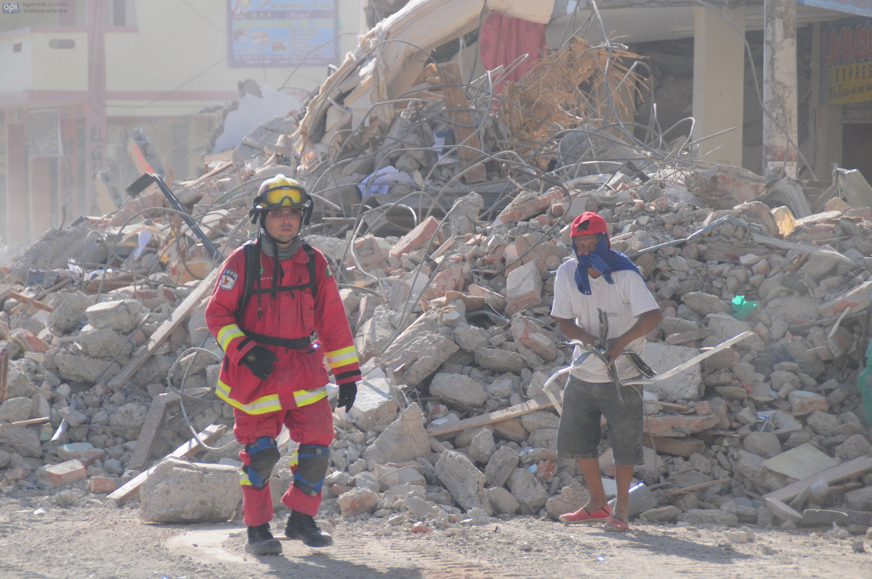 Manta.- Así luce el sector de Tarqui, uno de los más afectados de Manta. API FOTO / ARIEL OCHOA